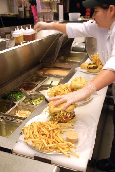 gourmet-burger-prep